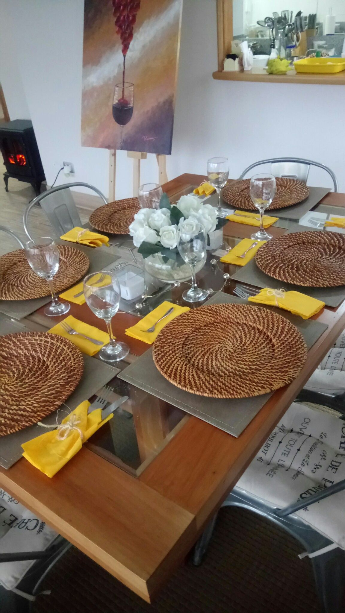Decoraci n mesa para cena con amigos posa platos de - Ideas cena amigos ...