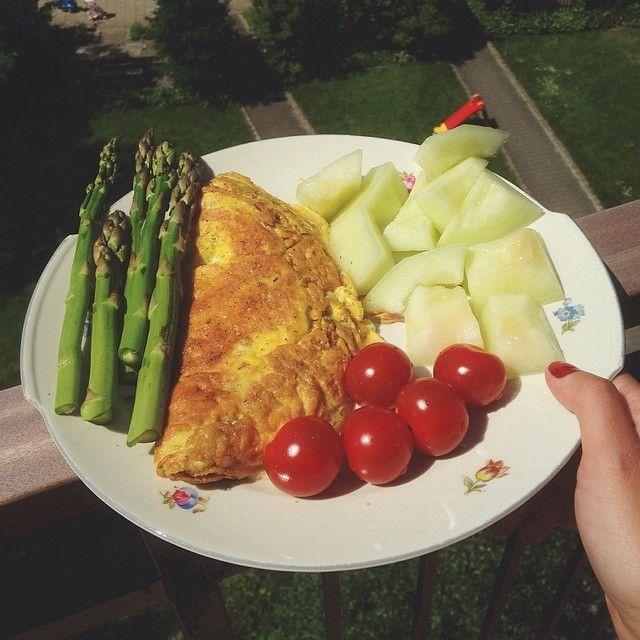 Sommerfrokost på altanen ❤️ hvor bliver man altså bare glad af det her vejr ☀️☀️ #fitfam#fitfamdk#fitbd#sund#sundhed#health#healthy#summer #Padgram
