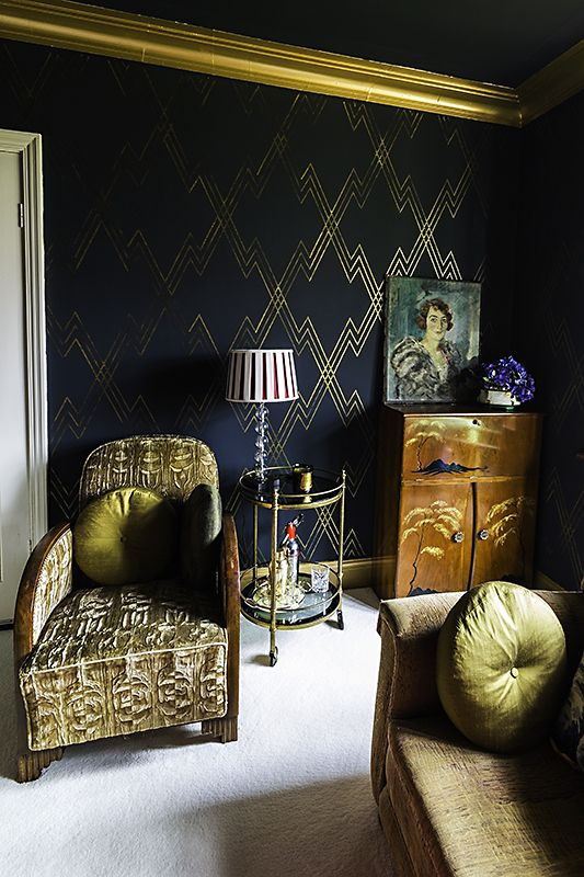 The Wall Pattern Of This Space Is Classic Art Deco With Its Clear Gold Emphasis Art Deco Living Room Art Deco Bedroom Art Deco Wallpaper