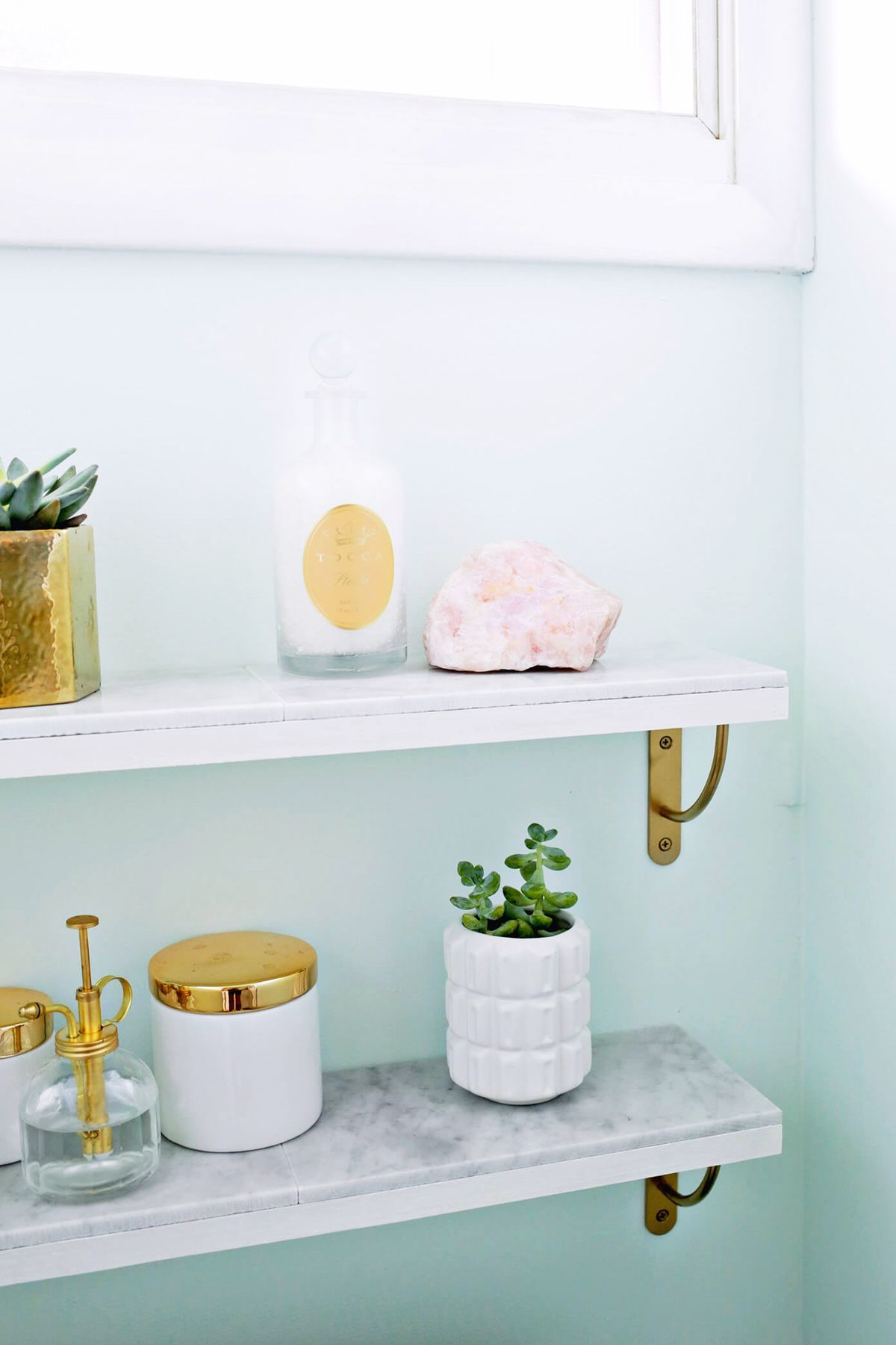 DIY marble shelves look expensive but are affordable and super easy ...