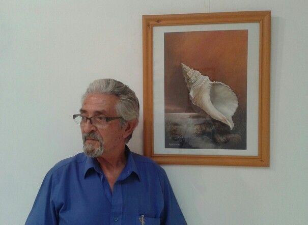 Fernando Escriche devant un de ses tableaux Dessin - Peinture