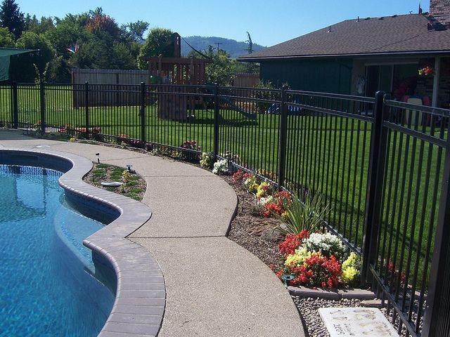 die besten 25 pool zaun ideen auf pinterest fechten hinterhof pool landschaftsbau und pool. Black Bedroom Furniture Sets. Home Design Ideas