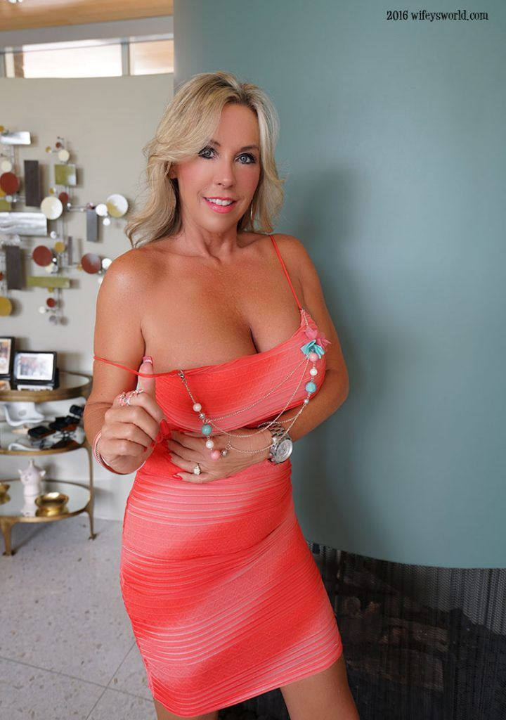 Sandra Boobies Nude Photos 12