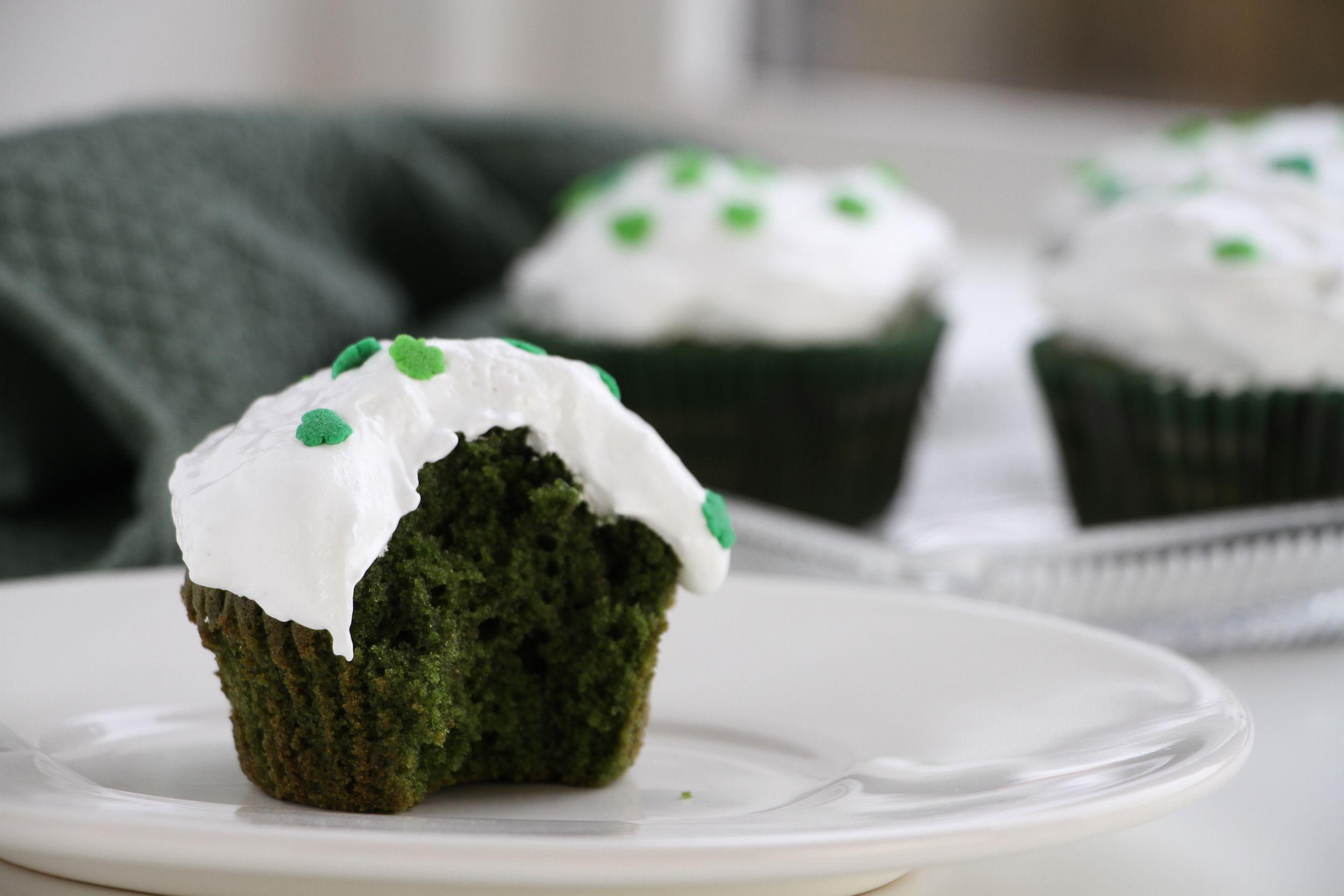 Green velvet cupcakes Slytherin eller St. Patrick