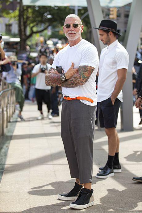 New York Fashion Week Street Style: Um ponto de cor. Essa pode ser também a função do cinto no seu look.