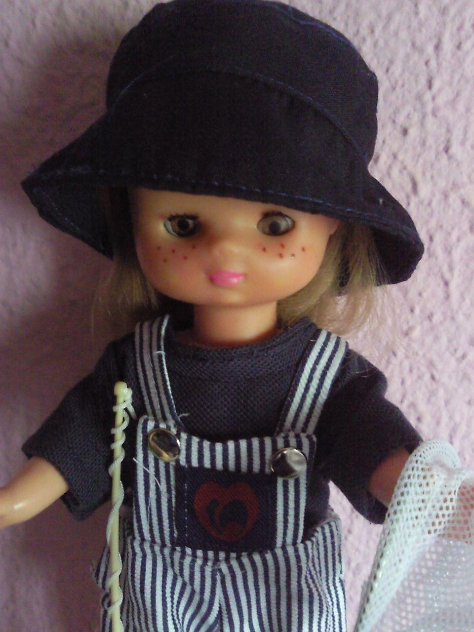 Casualmente en una jugueteria me encontre con unos blister de esta muñeca, las camisetas son validas para nancy y lucas, los pantalones tamb...