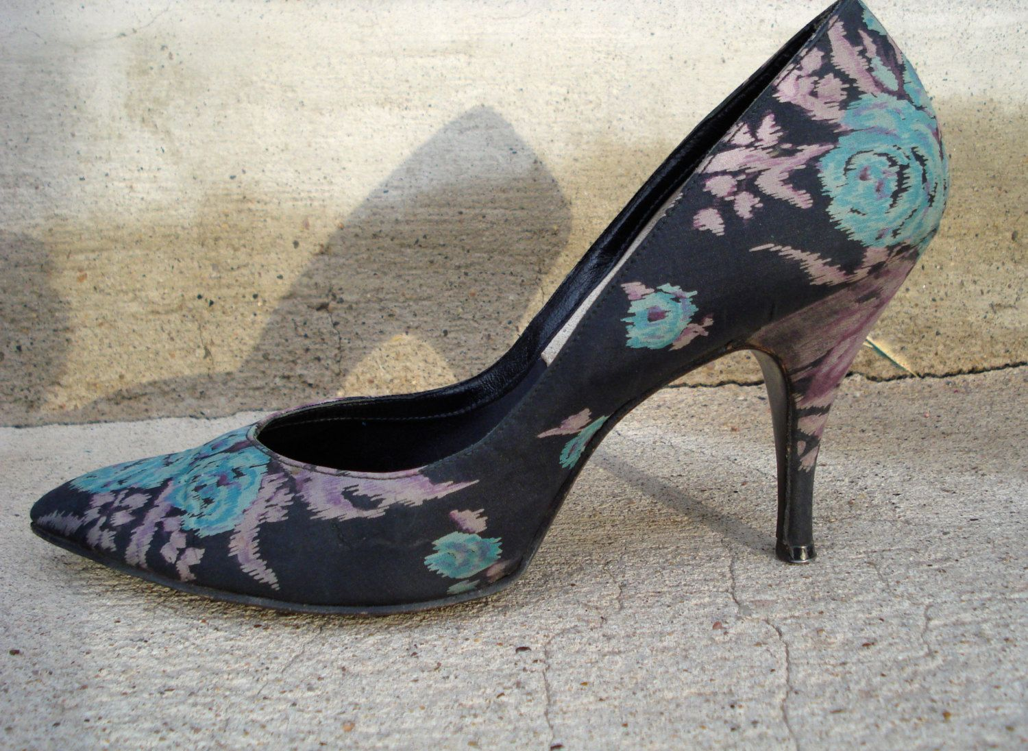 Vintage 1950s Stiletto Shoes Silk Floral Print Size 7 8 2013586 - pinned by pin4etsy.com