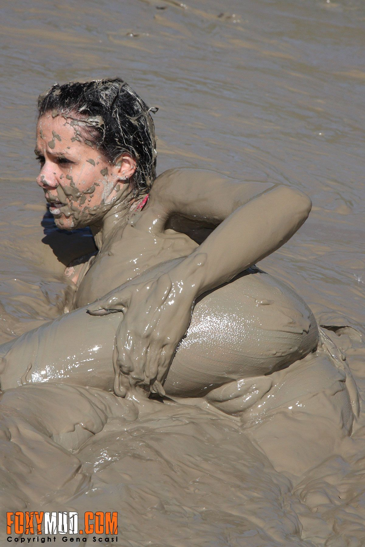 The expert, Naked girl in mud