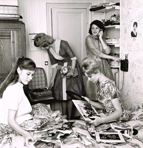 Listening To Music 1960s Listening To Music Vinyl