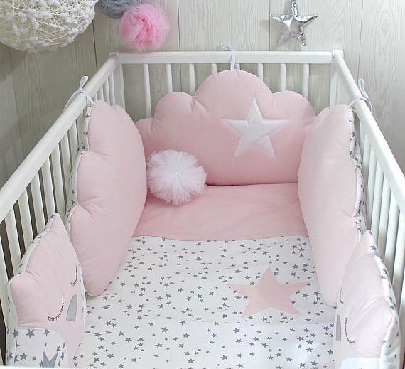 Articles similaires à Tour de lit bébé 5 coussins nuages et ...