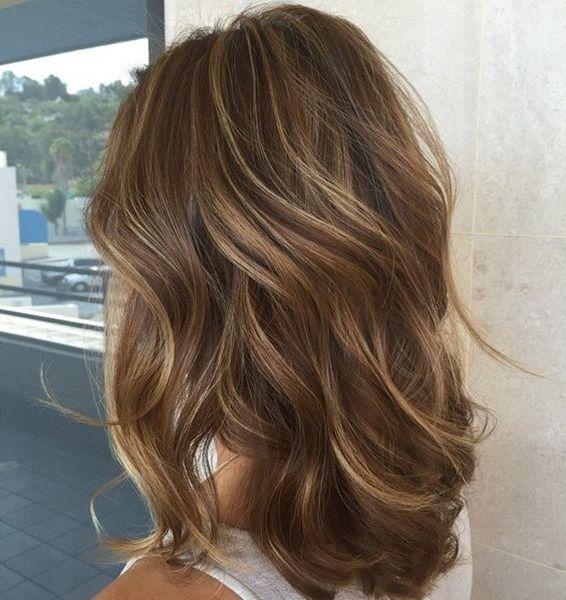 Blondes in haar strähnen dunkle Dunkle haare