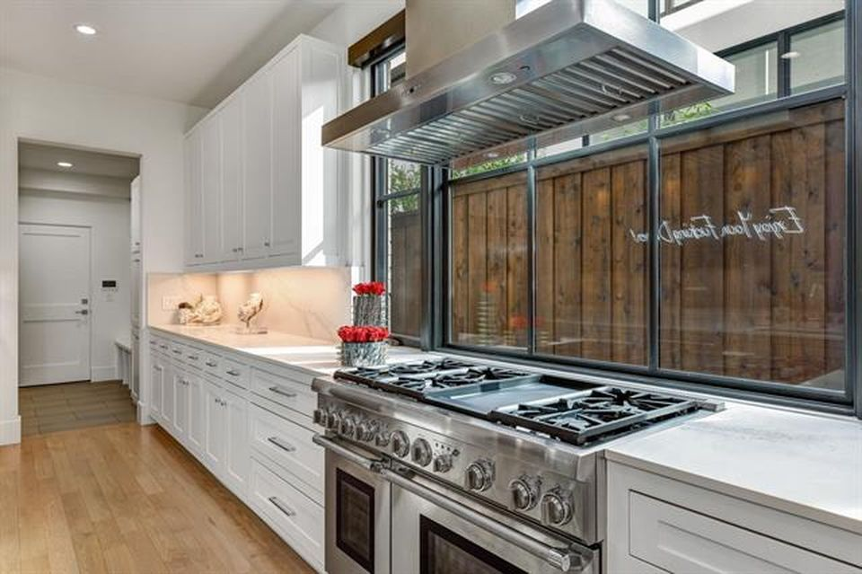 5024 Lilac Ln Dallas Tx 75209 Zillow In 2020 With Images Home Home Decor Kitchen Cabinets