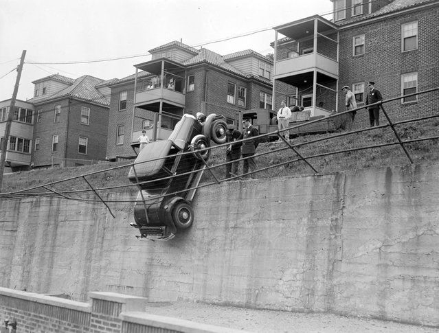 vintage everyday: Old Photos of Car Accidents
