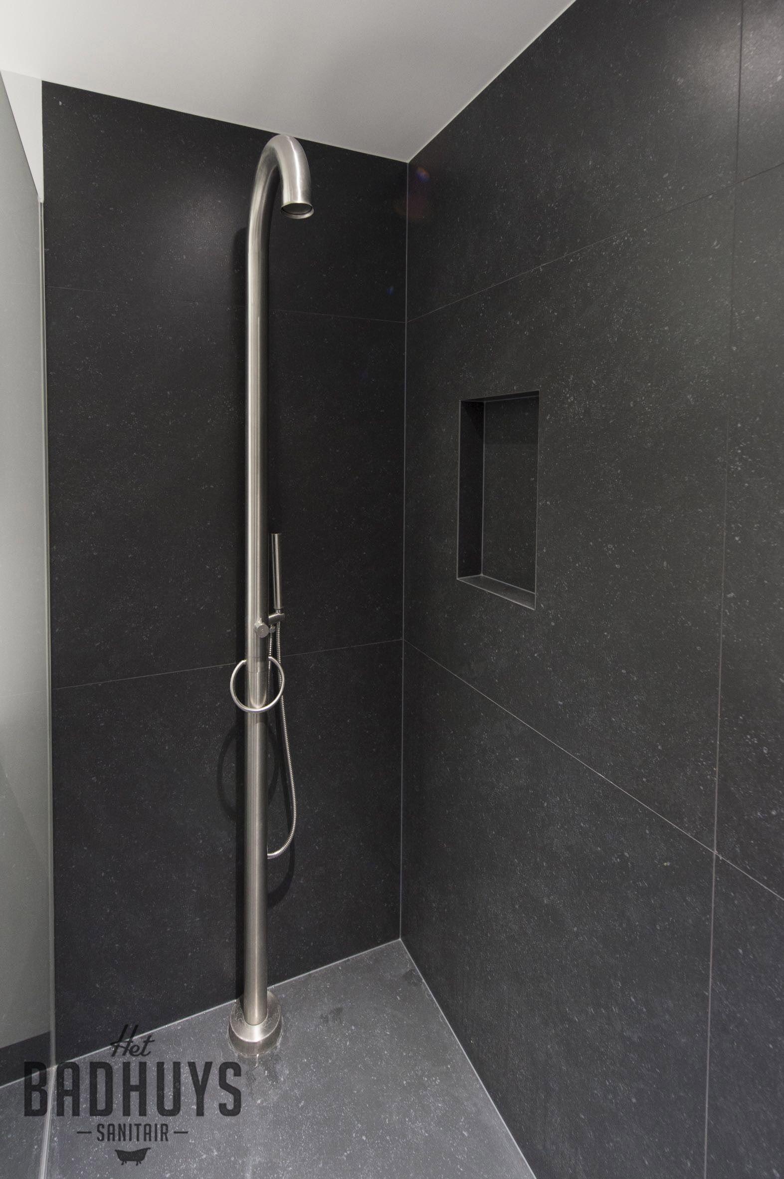 minimalistische badkamer binatie zwart en wit het badhuys