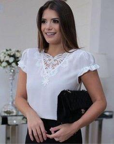 BLUSA CREPE DETALHE RENDA MANGA FRU FRU Camisa Feminina 08ba8b0541f