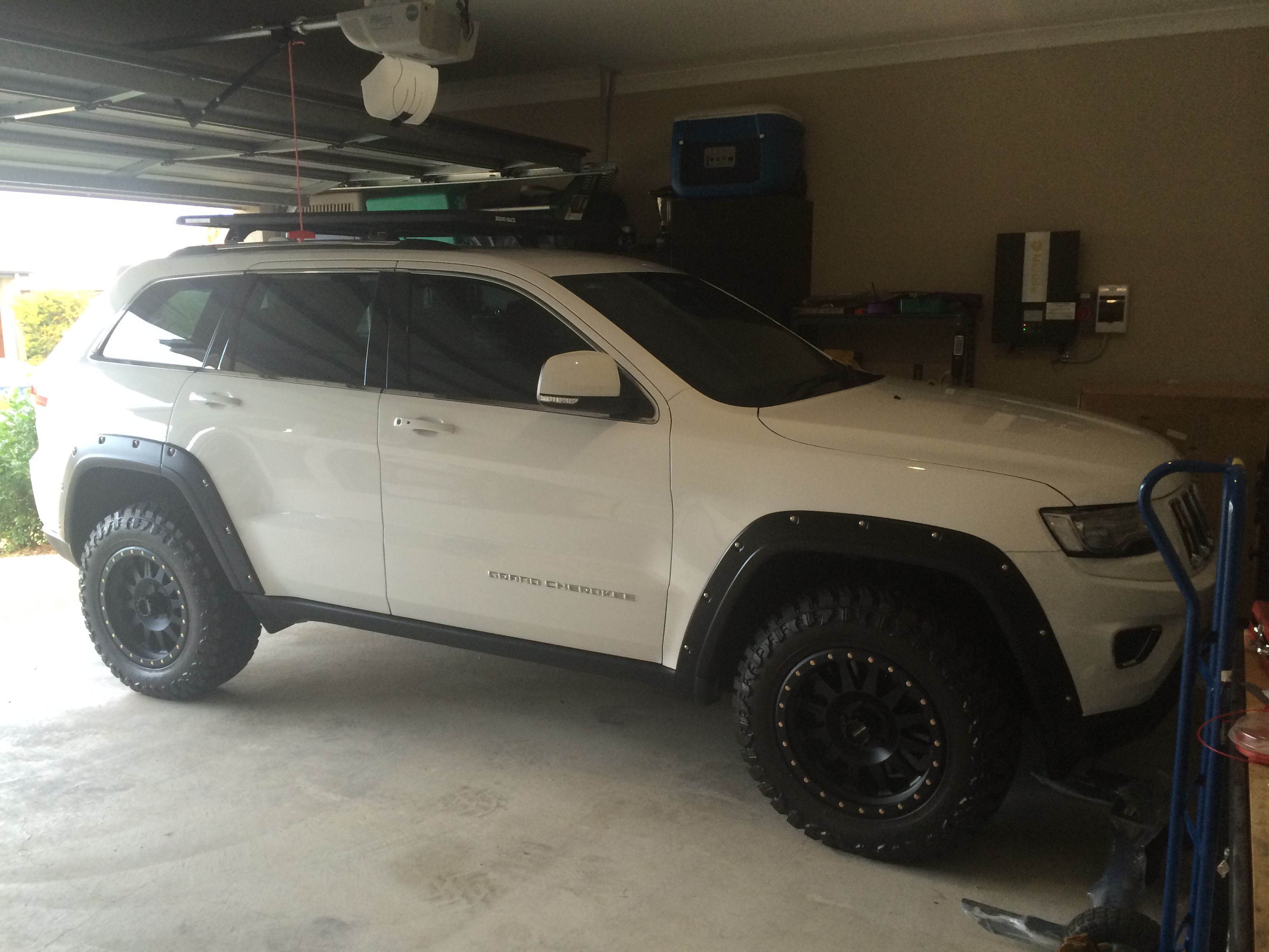 """jeep grand cherokee with a 2.5 inch lift kit 32"""" tires and wheel"""