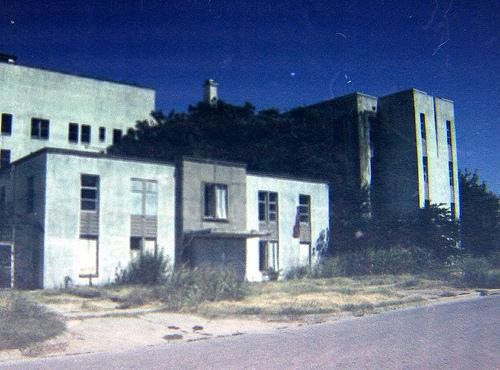 The Old Art Deco Mercy Hospital In Oklahoma City Was Said To Be Haunted By A Nurse And Several Patients Real Haunted Houses Scary Places Abandoned Hospital