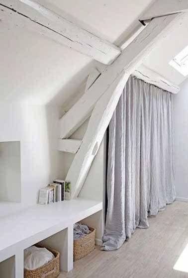 Dressing sous pente en carreaux de plâtre dans chambre zen Meubles