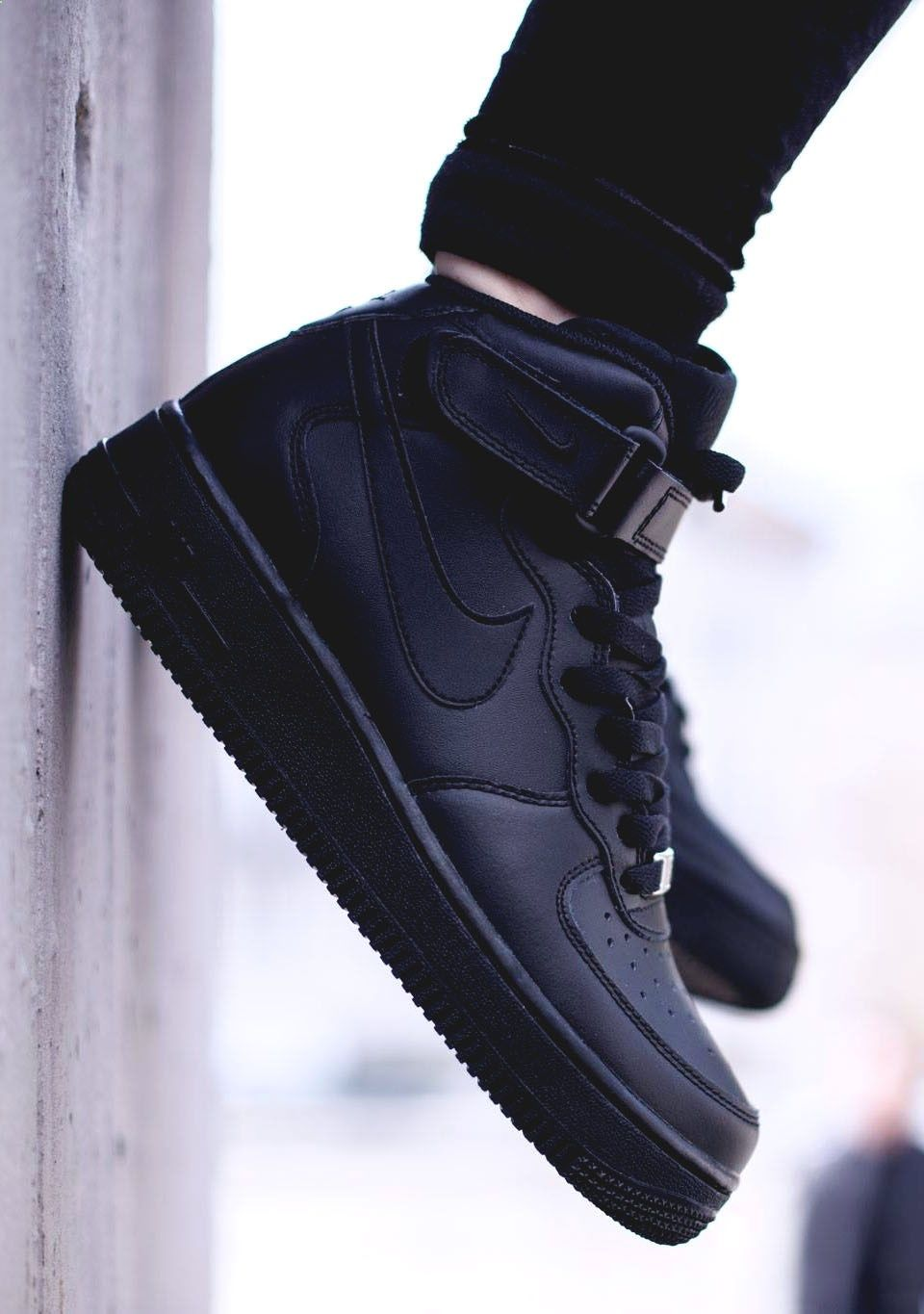 san francisco e9e81 44cda NIKE Air Force 1 Mid GS All Black   Casual Outfits in 2019   Shoes ...