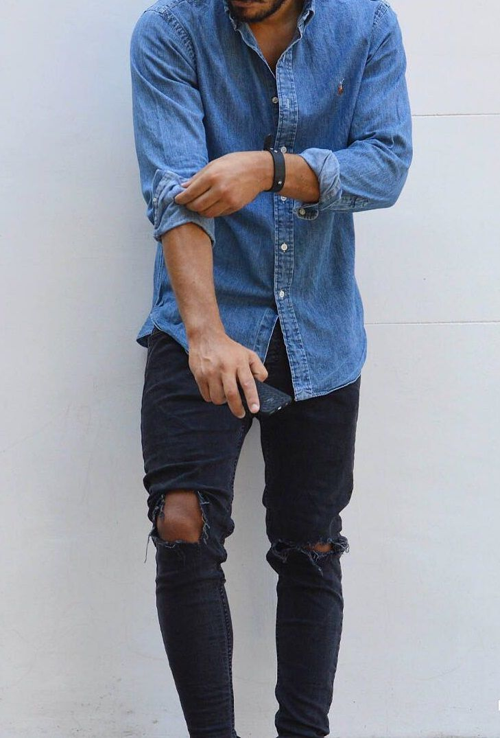 2d867d1125 Camisa jeans combina com muitas ocasiões e tem sido vista com mais  frequência nas coleções de moda. Na foto  camisa jeans manga longa com  calça skinny ...
