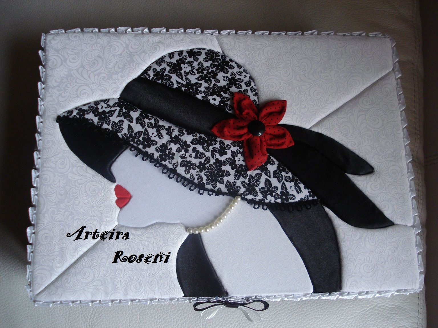 Donna con cappello disegni pinterest patchwork quilts e hats