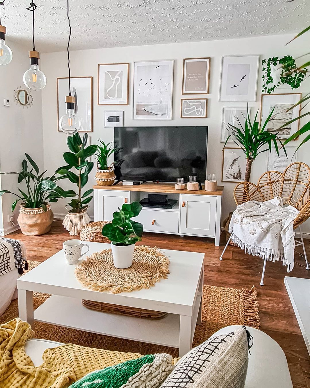If Your Living Room Or Family Room Has A Very Boring Old Fashioned Style The Last Thin Simple Living Room Designs Small Living Room Decor Living Room Designs
