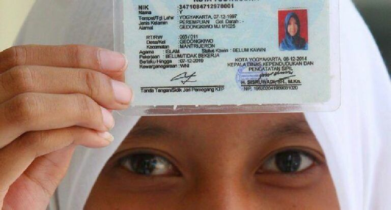 Unik 8 Nama Ktp Nyeleneh Dan Nggak Biasa Di Indonesia Di 2021 Nama Aneh Humor Lucu