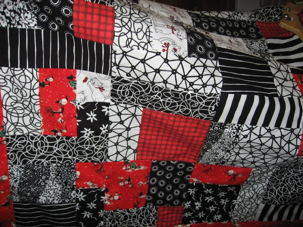 Black and white quilt patterns for the black and white for Black white and gray quilt patterns
