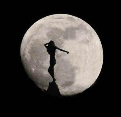 Sono in equilibrio tra la notte e il giorno, sono su un precipizio e non affondo, la luna mi sostiene ed un sorriso da me ottiene! Federica Pedullà