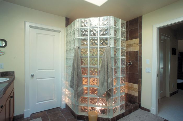 Glass Block For This Design The Tridron Block Creates A 45 Corner And Is Mixed With 8 X8 Decora Pattern Glass Glass Block Shower Glass Blocks Corner Shower