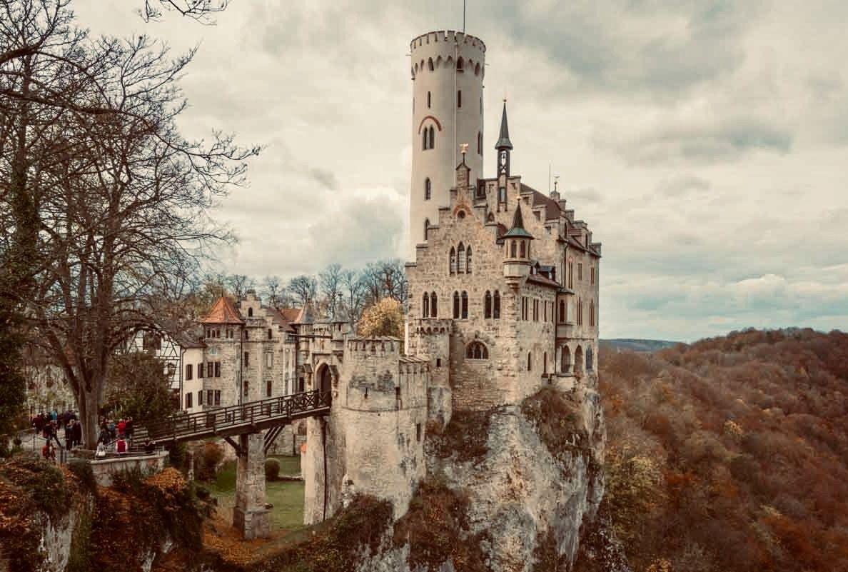 Das Schloss Liechtenstein Overlooking The Echaz Valley Near Honau And Reutlingen Is A Gothic Style C Architecture Baden Castles Deutschland Germany Go