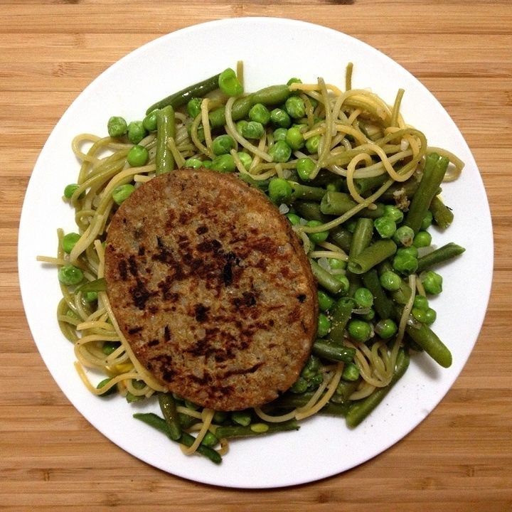 #lunch is a vegetable mushroom burger and vegetable spaghetti with green beans, peas and scallion seasoned with black pepper and olive oil; German bread, low fat multi fruit drink, Activia 0% red fruits yoghurt and Christmas special tea #mdd via www.miDailyDiet.com