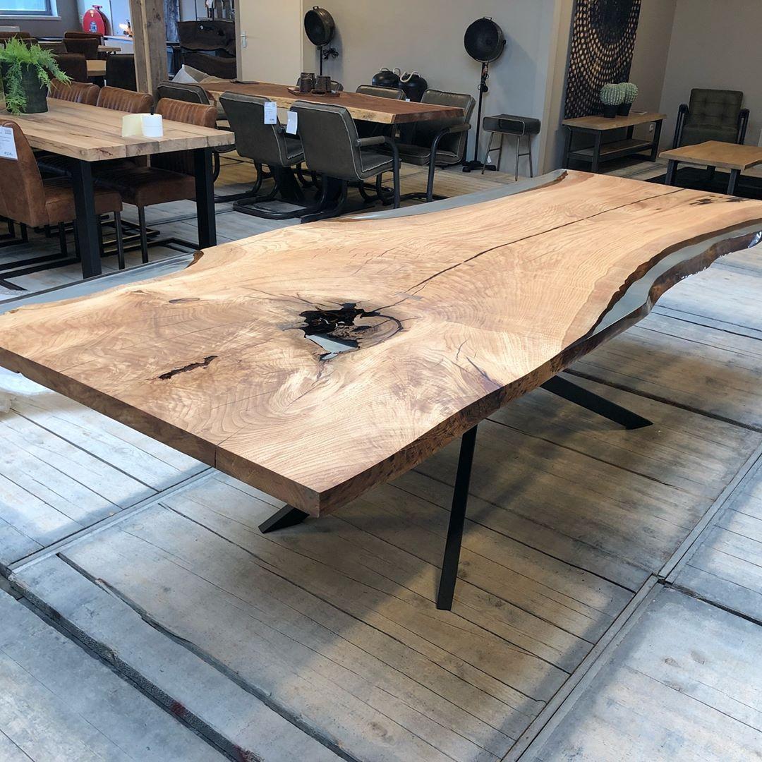 Eiche Baumstamm Tischplatte Mit Epoxidharz Fur Unseren Kunden In Den