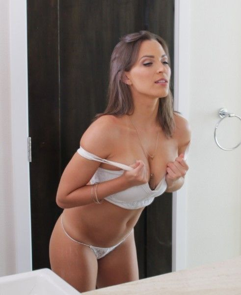 Lily Love Private Treatment Passion Hd  53 Mb