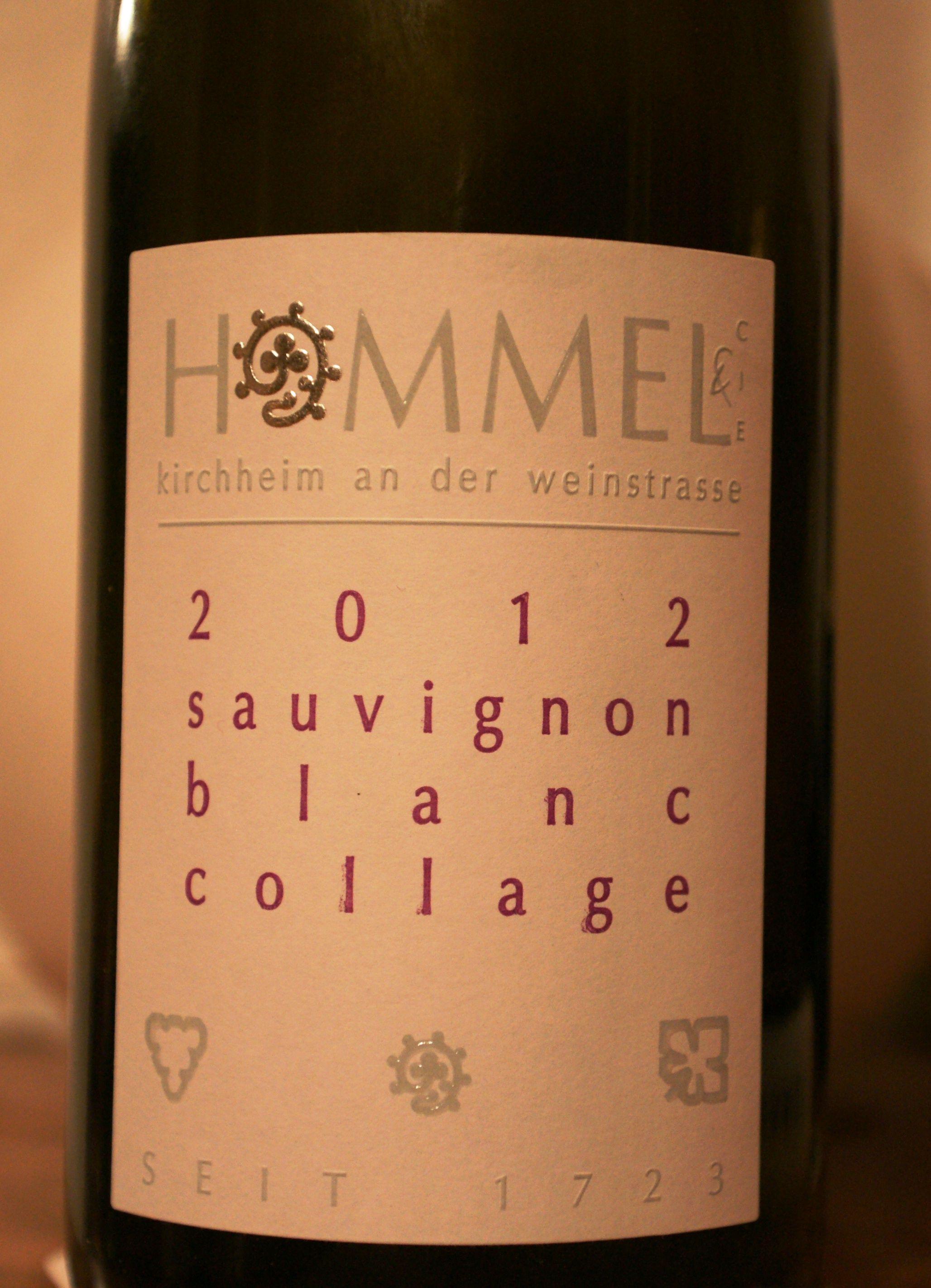 Hab den Winzer voriges Jahr bei einer kommentierten Verkostung erlebt - das war sehr anregend! Der Sauvignon Blanc soll wohl im KdW weggegangen sein wie warme Semmeln ... mir ist er ehrlich gesagt zu fruchtbetont. hätte eher auf Traminer oder Muskateller getippt ... ansonsten aber ein klarer, sehr fruchtbetonter Wein mit schönem Säurespiel :-)