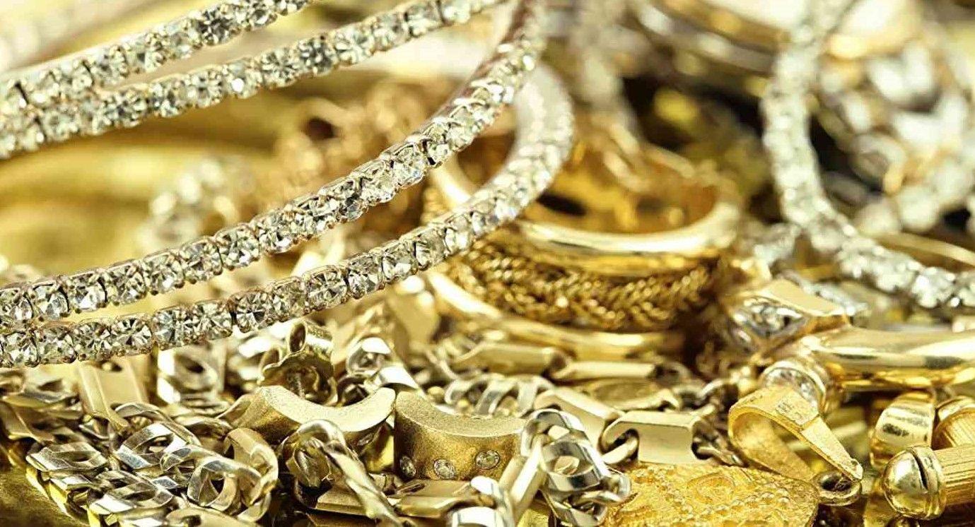 ما هو التفسير الأدق لحلم الذهب في المنام للعزباء والمتزوجة موقع مصري In 2021 Jewelry Trends Precious Jewelry Jewelry