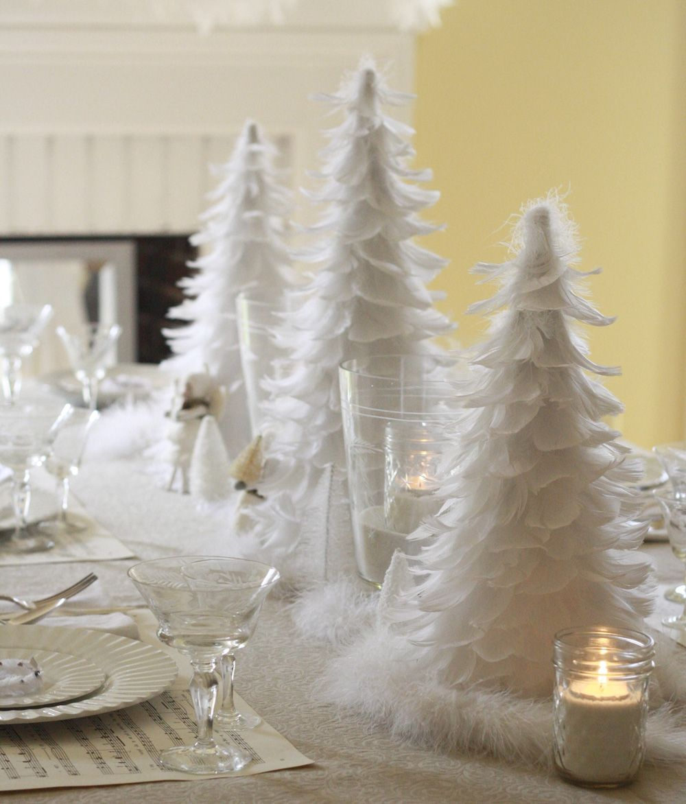 Christmas Decoration White Feather Table | Via Wenderly.com