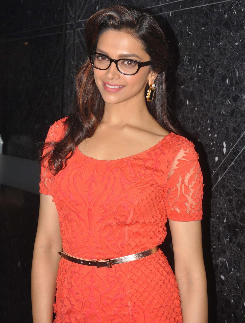 Glasses | Deepika padukone hot, Deepika padukone, Fashion