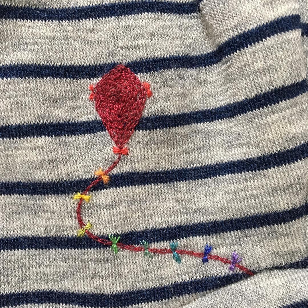 """Flurina on Instagram: """"[Drache statt Loch] Hallo Herbst!  Ein Drache schmückt jetzt die Kapuze vom Pullover unseres Jungen. (Der Wollpullover von @engelnatur war…"""" #helloautumn"""