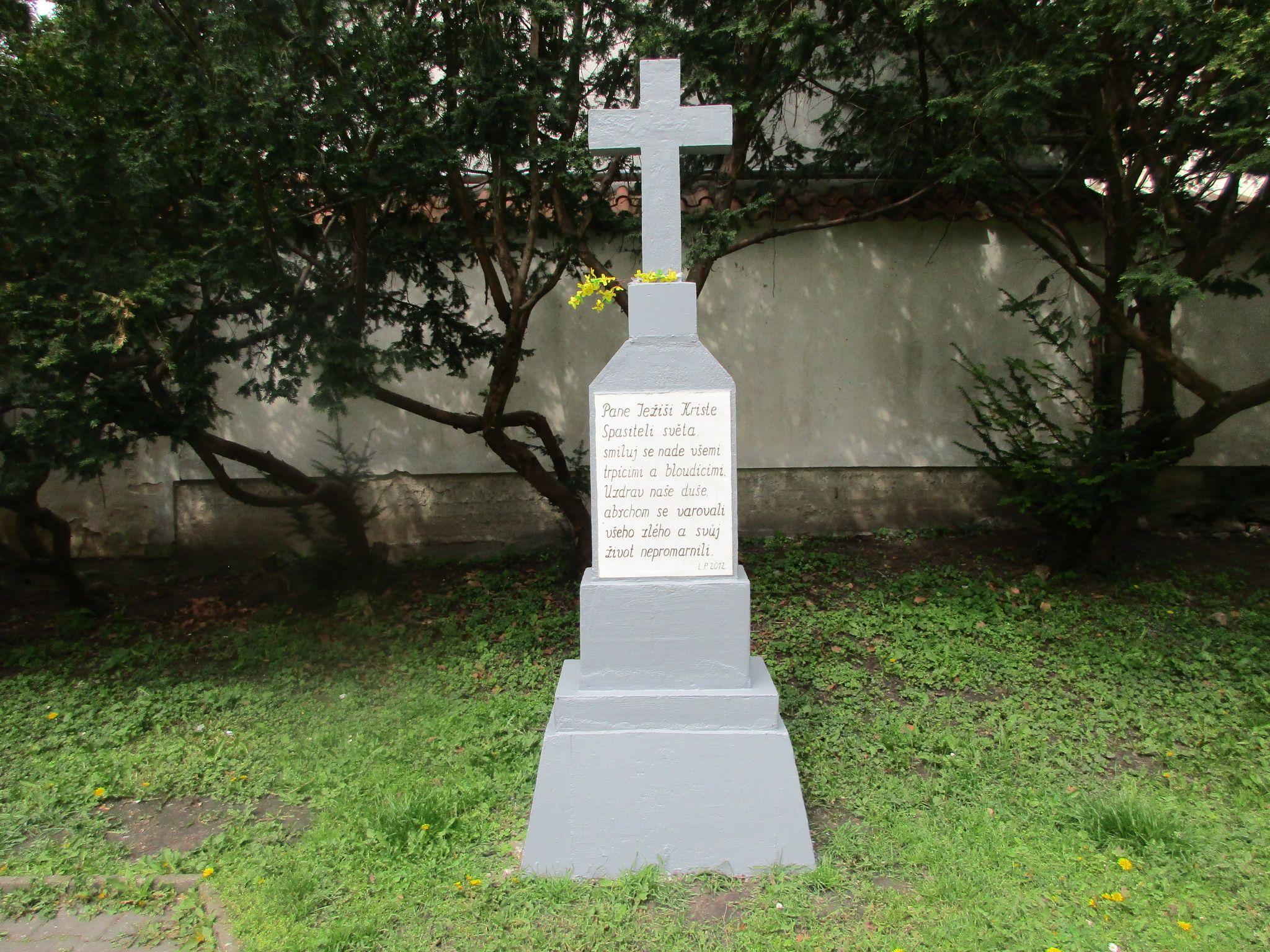 Křížek v parku - Kolín - středočeský kraj