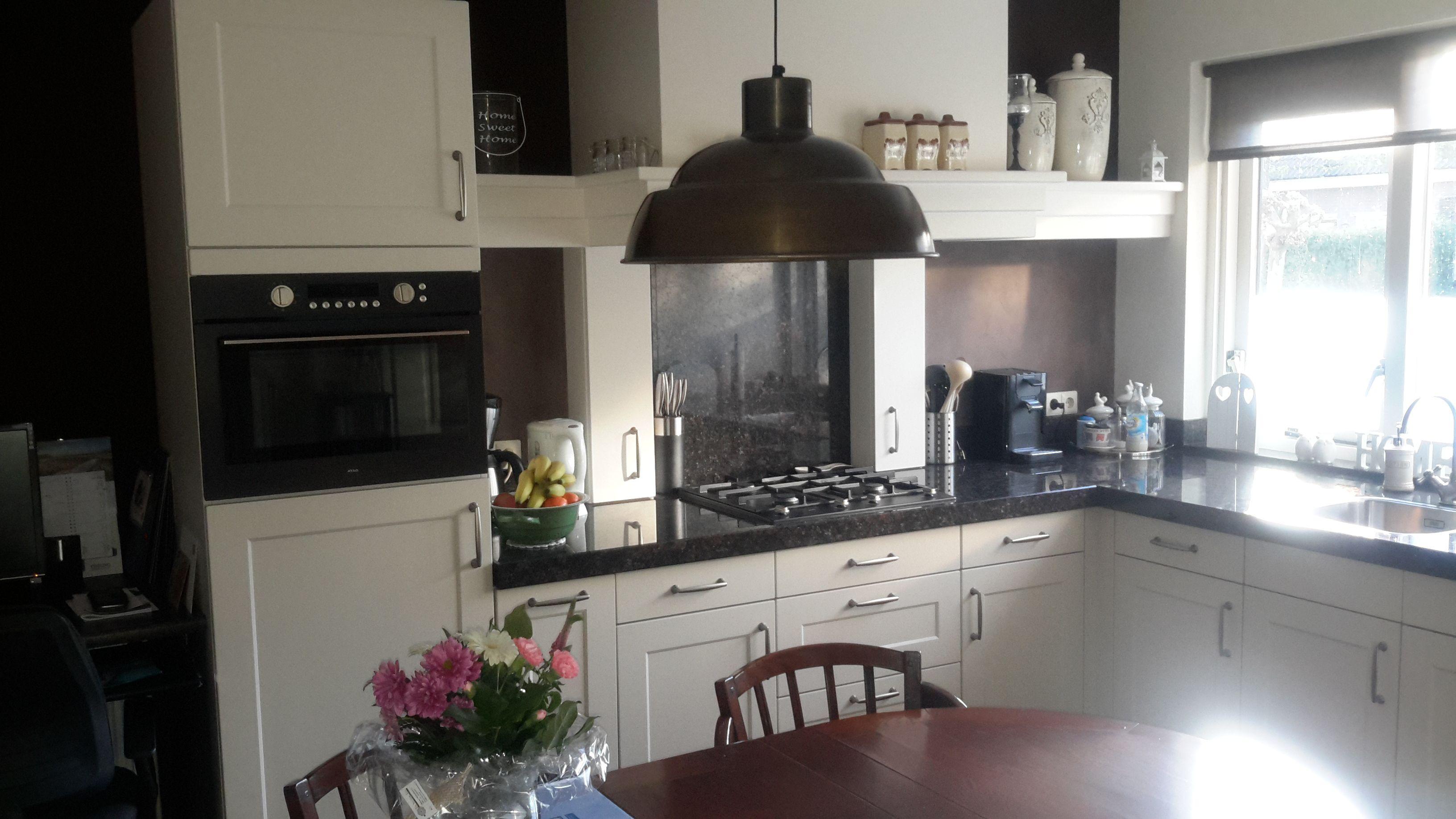 Schouw uit eigen werkplaats met 2 kruidenkastjes keuken schouwen