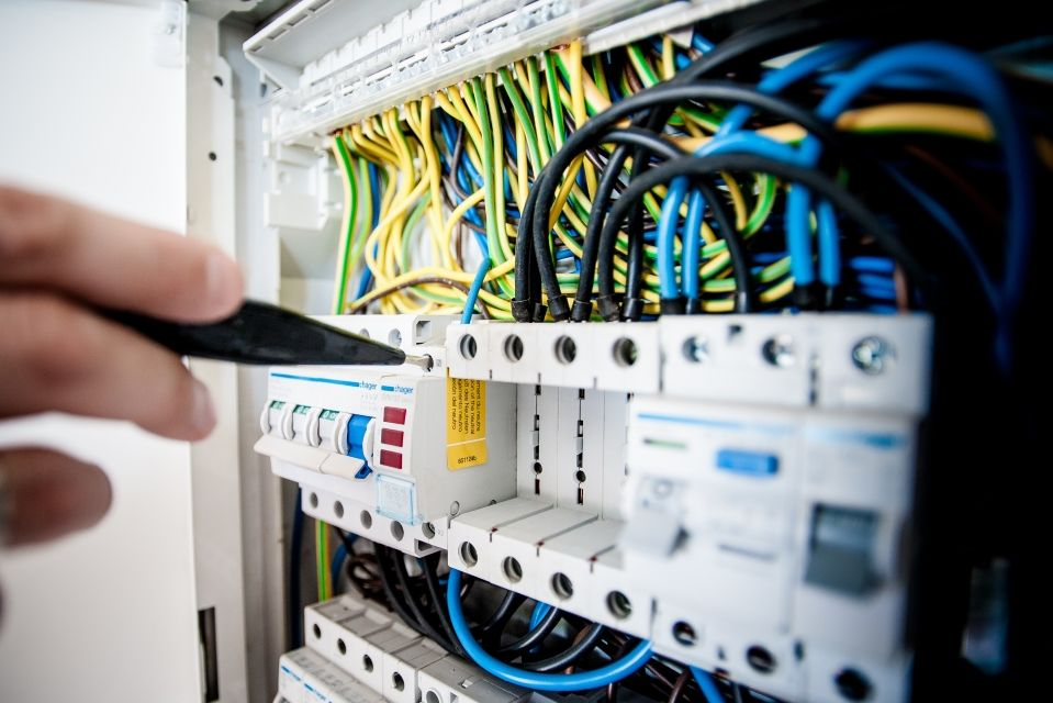 Below Is A List Of The Top And Leading Electricians In New York To Help You Find The Best Electricians Lo Electrical Engineering Power Engineering Electricity