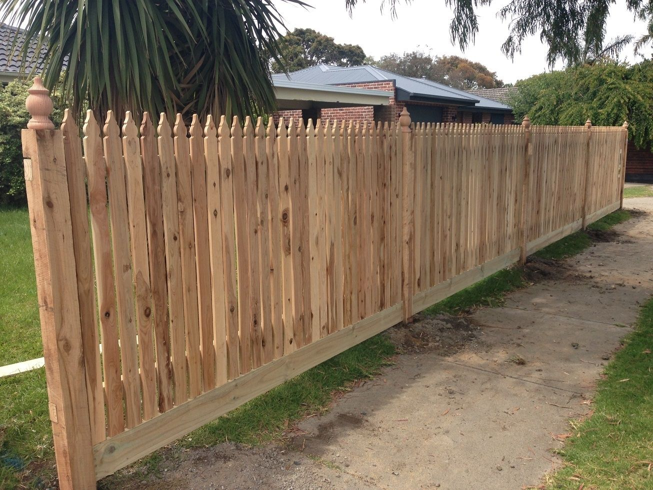 Vertical Windsor Picket Front Feature Fence With Exposed Posts And Capitols Styles Of Fences Backyard Fences Fence Styles Privacy Fence Designs
