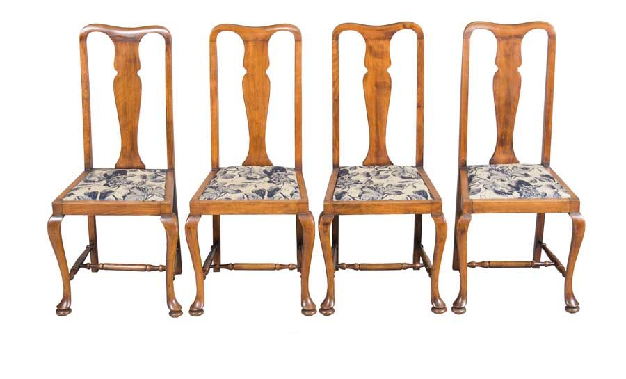 A set of antique Queen Anne dining chairs made up of four side chairs. A - Antique Queen Anne Dining Chairs Queen Anne, Dining Chairs And
