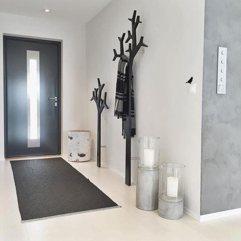 Une #entrée de #maison #moderne en #noir et #blanc#design #déco