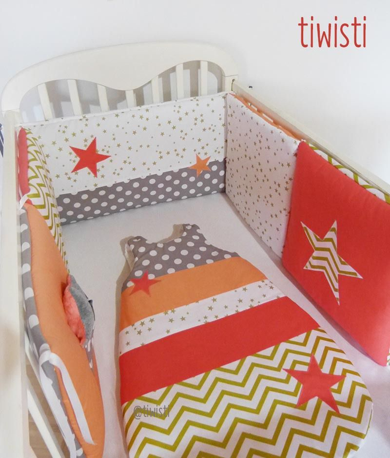 Ensemble original tour de lit et gigoteuse 0-6 mois corail, abricot, doré et gris étoile