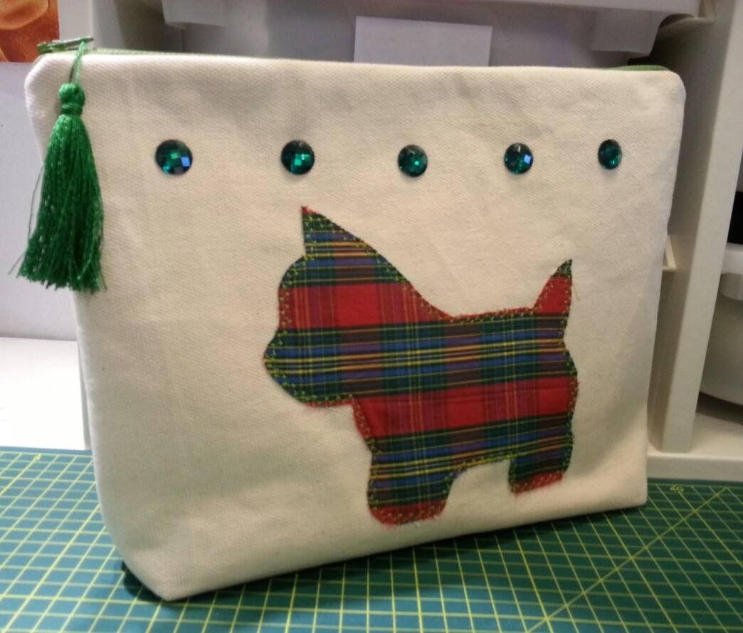 Lovely handmade clutch bag with dog applique. Pouch. Handbag. Zippouch. Diy. #clutch #bag #pouch #zippouch #handmade