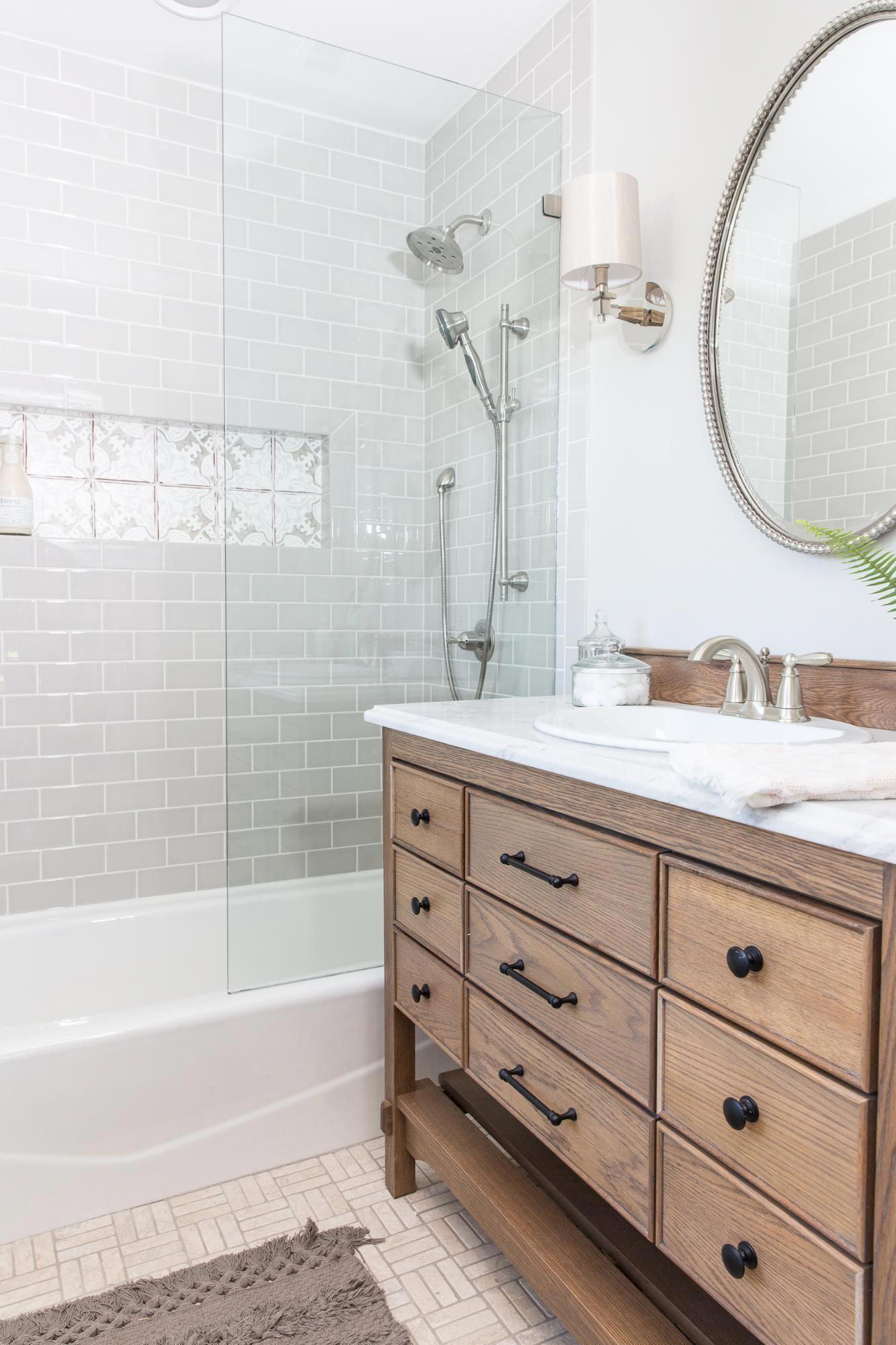 Even Though We Enlarged The Master Bath It Still Isn T Huge We Maximized It By Having Our Cabinet Mak Badezimmer Renovieren Badezimmer Design Bad Inspiration