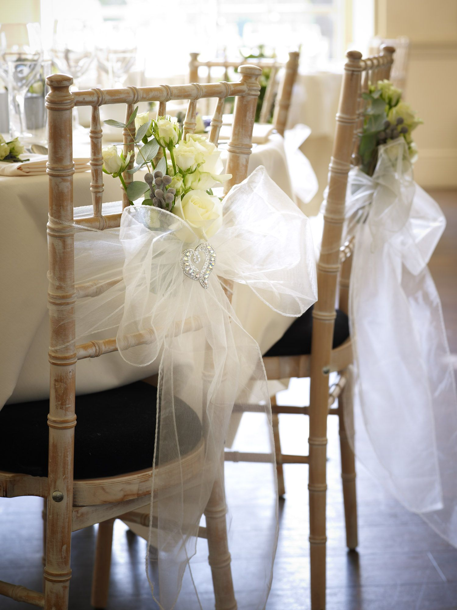 Per chi celebra il matrimonio in inverno Elegant chair tie
