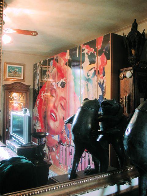 Decorazione di armadi, mobili con rappresentazione di immagini, fotografie, fumetti. Il tutto con l'utilizzo di materiale vinilico  o mascherature  e vernice Scopri di più su www.guidoborgonovo.it